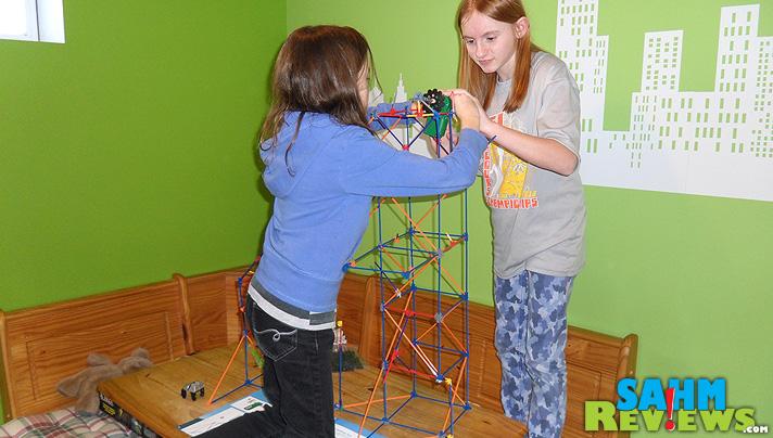 K'Nex Roller Coaster - Assembling - SahmReviews.com