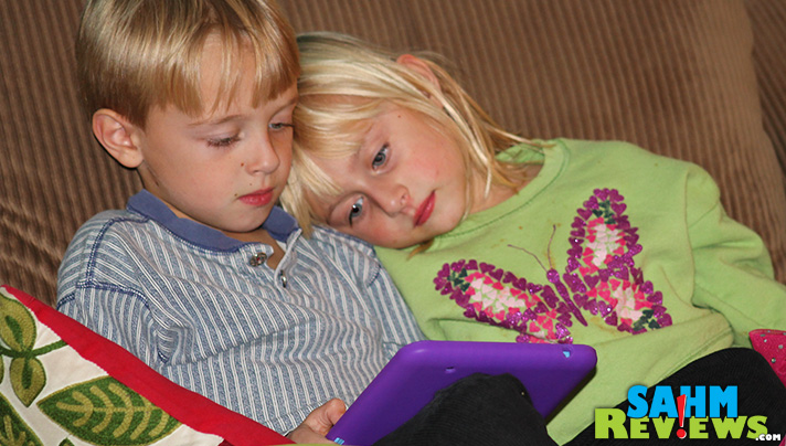 Siblings cuddling while learning on their Little Scholar tablet? Awesome! - SahmReviews.com