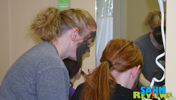 Have some mother/daughter bonding time by creating your own spa day. We relaxed with a mud mask. - SahmReviews.com