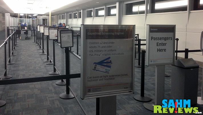 Please remove your shoes before entering airport security. - SahmReviews.com