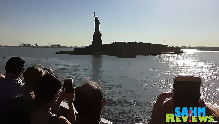 Blogger Bash 2016 wrapped up with a closing party filled with friends, music and a view of the city and the Statue of Liberty. - SahmReviews.com #BBNYC