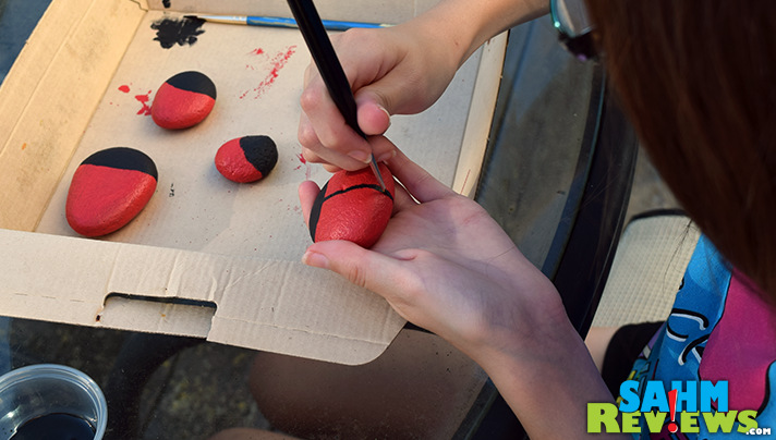 Add details to your DIY Pet Rock Ladybugs. Check out our tutorial. Easy, kid-friendly! - SahmReviews.com