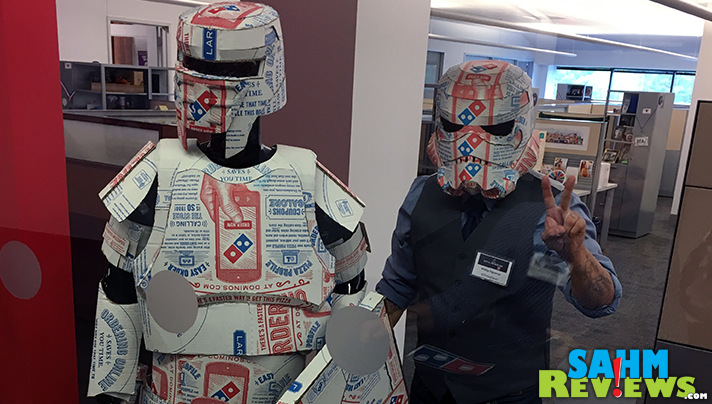 Pizza box artist, Phillip Figueroa at Domino's Digital Insiders Day 2016. - SahmReviews.com