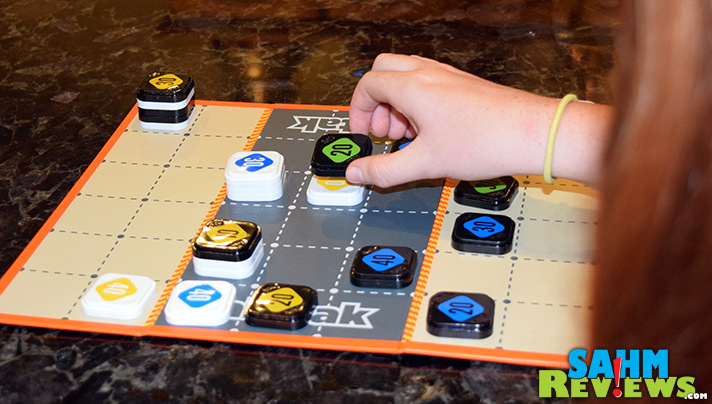 tak tak by Twizmo Games is an easy-to-learn abstract strategy game. - SahmReviews.com