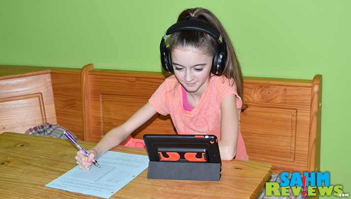 The SmartOmi Bluedio Hurricane headphones include a microphone and noise cancelling feature. - SahmReviews.com